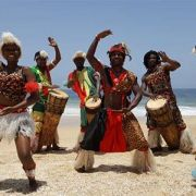 Makinu Bantu Franck Bakekolo et sept danseurs, chanteurs, percussionnistes