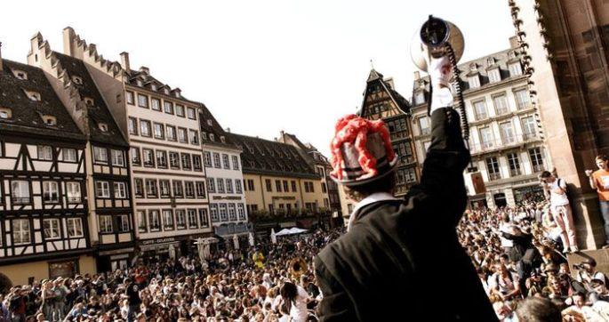 Les zombies débarquent à Strasbourg : c\'est la Zombie Walk