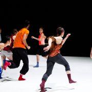 Atelier danse avec Emma Mouton, danseuse de la compagnie Emanuel Gat Dance