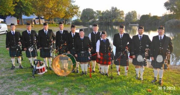 Le Highland Dragoons Pipe Band