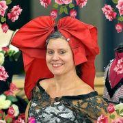 Confection de coiffes alsaciennes traditionnelles