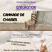 Cannage de chaises au CSC Créaliance
