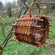 Fabriquer un mangeoire ou un étui à boules de graisse en osier