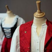 Tenue(s) d\'Alsace : un autre regard. Zoom sur les accessoires traditionnels du costume du Pays de Hanau