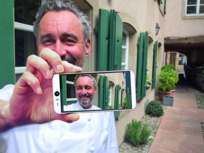 Jean-Michel Feger en selfie devant le Cortile