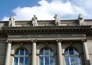 https://www.jds.fr/medias/image/26-statues-corniche-palais-universitaire-strasbour-14153