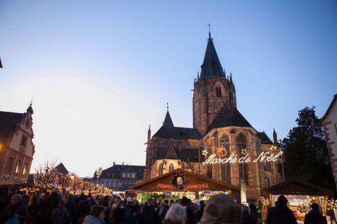 Le marché de Noël de Wissembourg au pied de l\'Abbatiale