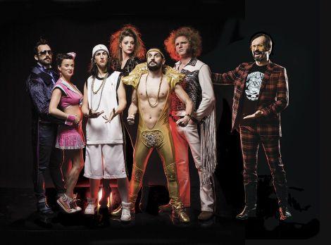 Airnadette, un faux groupe de rock qui fait sa comédie musicale