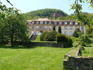 https://www.jds.fr/medias/image/ancienne-enceinte-abbaye-de-marbach-institut-biech-13249
