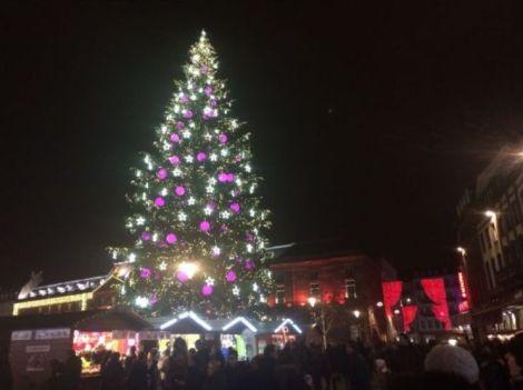 Le sapin de Noël de la place Kléber et ses illuminations