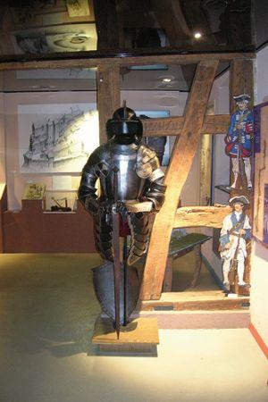 Attention, les armures des chevaliers des Vosges du Nord sont toujours là pour protéger les châteaux!