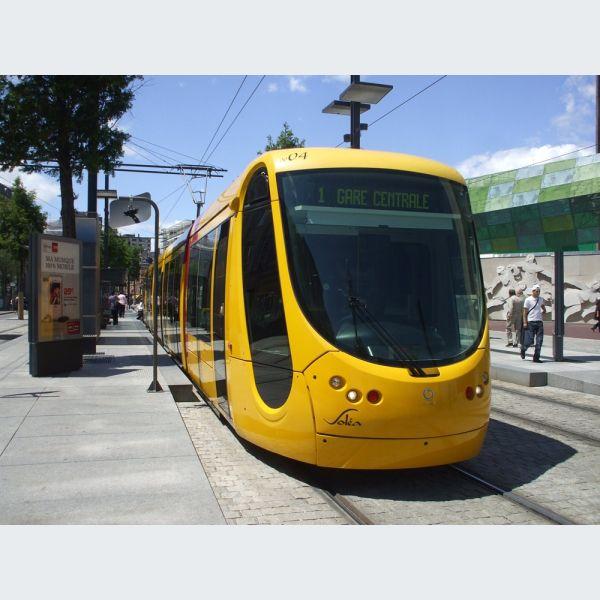 Arr t porte jeune ligne 1 2 et 3 tram de mulhouse for Porte de garage mulhouse