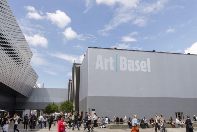 Les amateurs d\'art contemporain se pressent à Art Basel chaque année au mois de juin