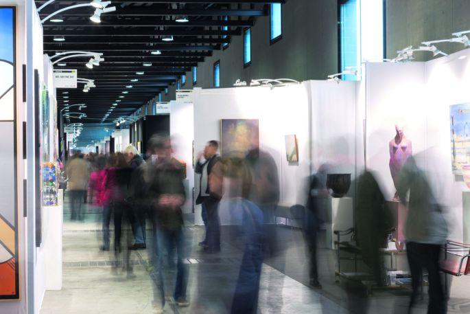 Il y a du monde dans les allées du Parc Expo pour le salon art3f