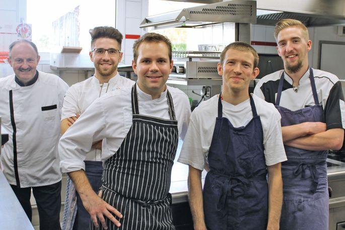 L\'équipe en cuisine du Lion d\'Or