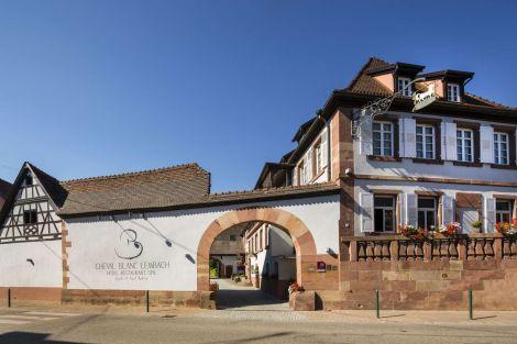 La belle battisse traditionnelle de l\'Auberge Au Cheval Blanc