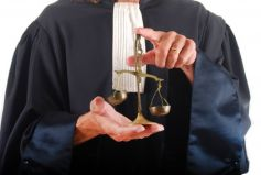 Les avocats sont ces experts de la justice dont vous pourriez avoir besoin