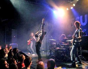 Baby Bring Bad News, un groupe de rock taillé pour la scène