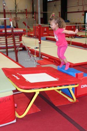 La baby gym développe la motricité et l\'équilibre. En avant, marche!