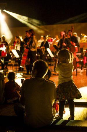 Les petits découvrent les coulisses d\'un concert