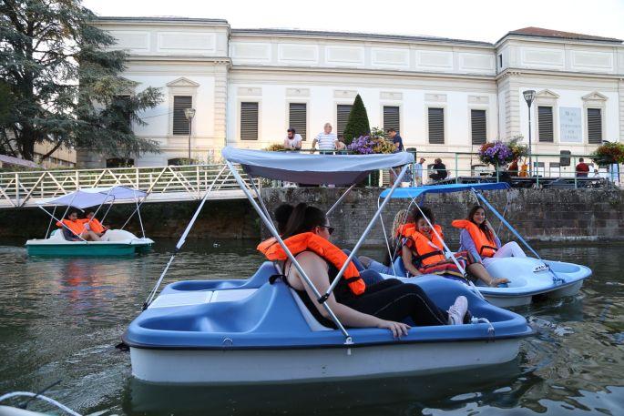 Venez naviguer en famille ou entre amis sur le canal!