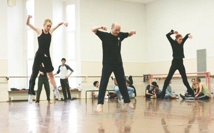 Les danseurs du Ballet du Rhin en répétition avec Bertrand d\'At