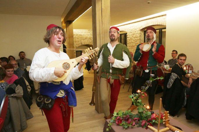 La Cie Hauvoy anime le banquet médiéval au château du Hohlandsbourg
