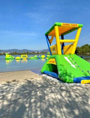 Le parc Aquagonfle est installé sur le plan d\'eau de Colmar