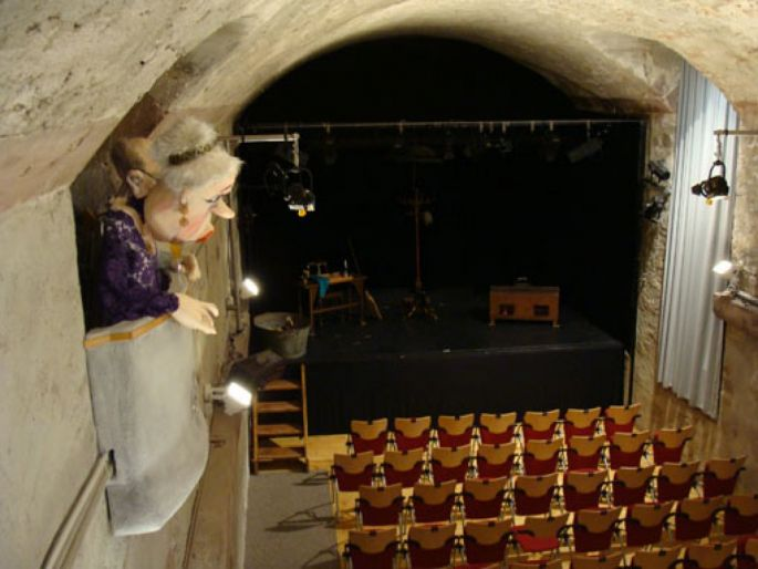 La salle principale du Basler Marionetten-Theater avec vue sur la loge
