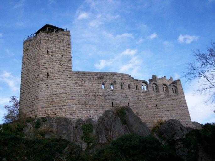Bel aspect pour le plus vieux château d\'Alsace!