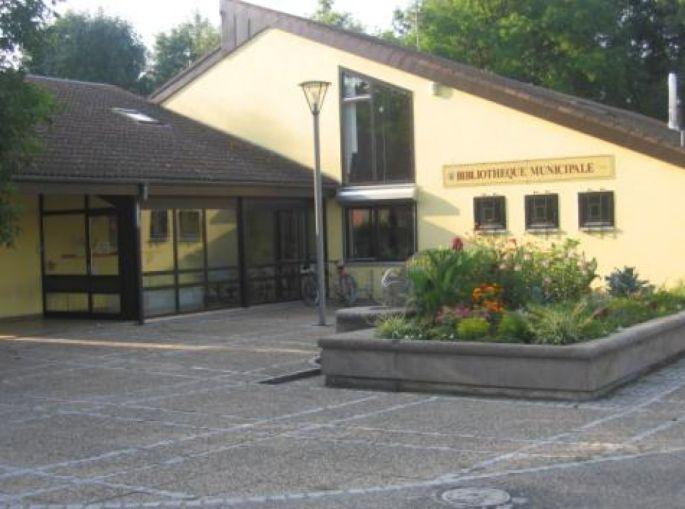 L\'entrée de la bibliothèque municipale de Sausheim