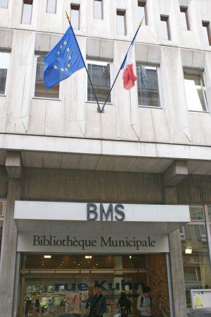 La BMS est massive, même si elle se cache dans les petites rues du quartier de la gare
