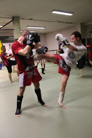 La boxe thaï, très physique, fait perdre quelques kilos à ses pratiquants