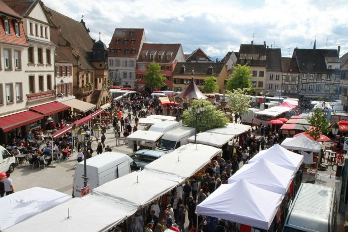 La braderie de Molsheim, vue du balcon de la mairie