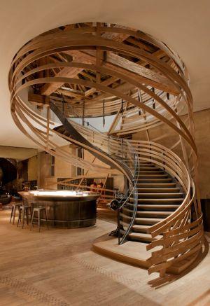 La brasserie Les Haras et son escalier impressionnant