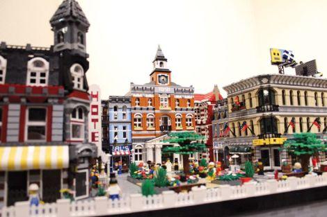 Une mignonne petite ville Lego, assemblée par le Haut-Rhinois Thierry Urbani