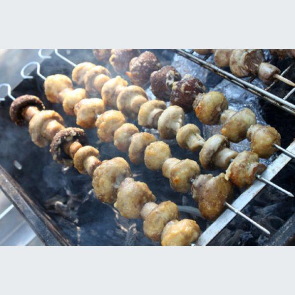 brochette de champignons de paris au barbecue recette et marinade. Black Bedroom Furniture Sets. Home Design Ideas