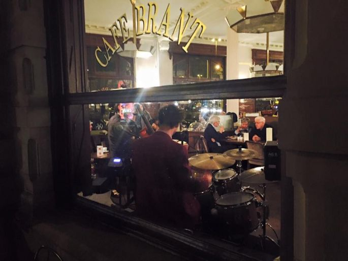 Le Café Brant.... Vu de l\'extérieur !