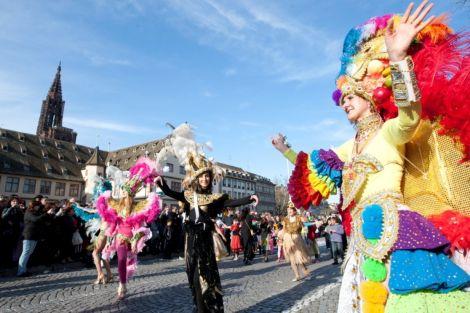 C\'est la fête dans les rues de la capitale alsacienne lors de la Grande Cavalcade de Strasbourg