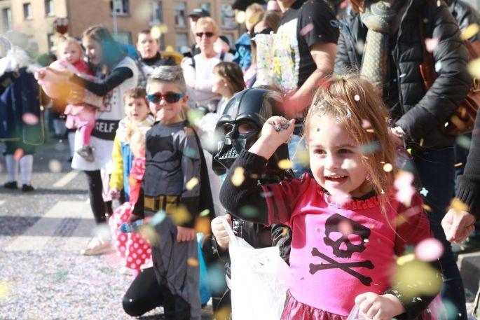 Petits et grands s\'amusent lors du défilé de Colmar !