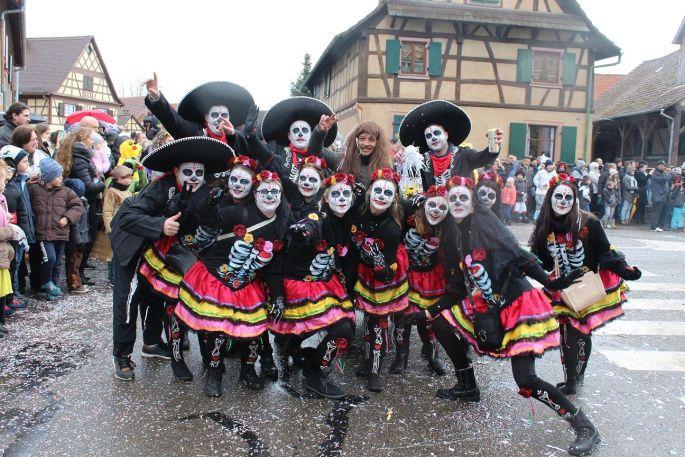 Le carnaval d\'Hilsenheim bat son plein, avec les groupes déguisés