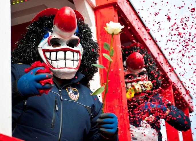 Les guggas et les chars du Carnaval de Village-Neuf