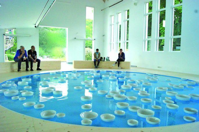 L\'exposition Liquide Liquide de l\'artiste Céleste Boursier-Mougenot.