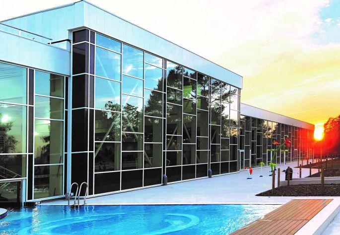 Le centre aquatique Nautilia de Guebwiller au soleil couchant