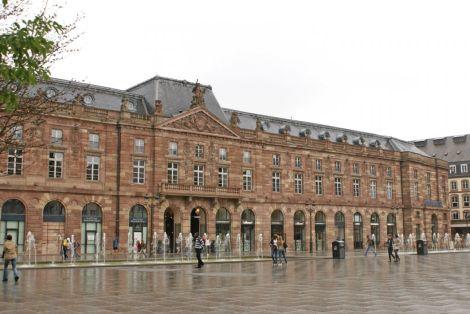 L\'Aubette de jour, magnifiquement placé sur la place Kléber, centre commercial apprécié des Strasbourgeois