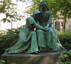 Cette sculpture de Paul Dubois à Nancy représente parfaitement les tourments qu\'ont pu subir l\'Alsace et la Lorraine entre 1870 et 1945