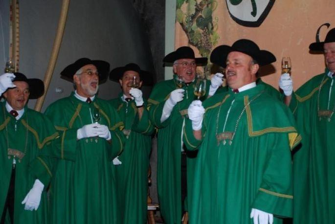 La cérémonie solennel de la Confrérie des vins de Cleebourg