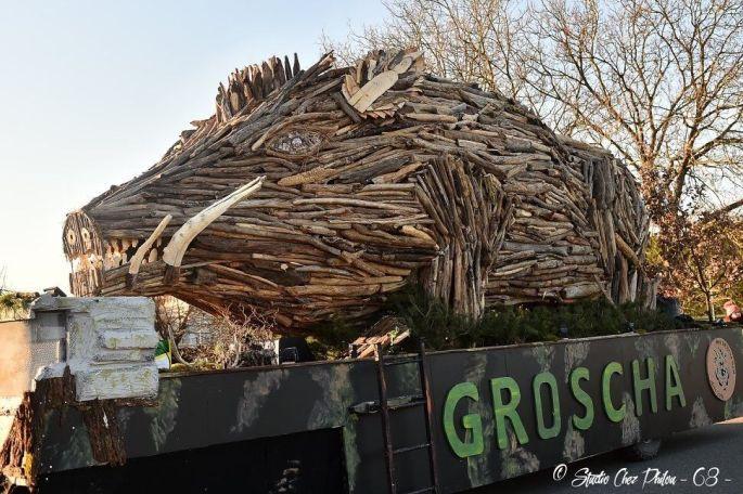 Un gros char du Carnaval de Rhinau