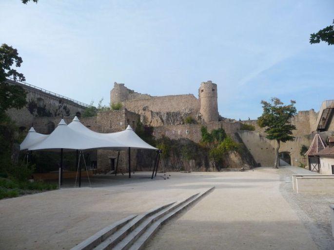 A l\'intérieur des remparts du château