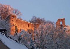 Les ruines dans leur costume d\'hiver